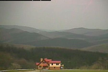 WV MOUNTAINTOP CHALET W/4-EVER VIEW - Mathias