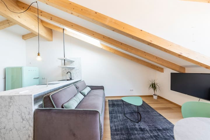 Cooper Apartment 8 Loft Attic with Balcony
