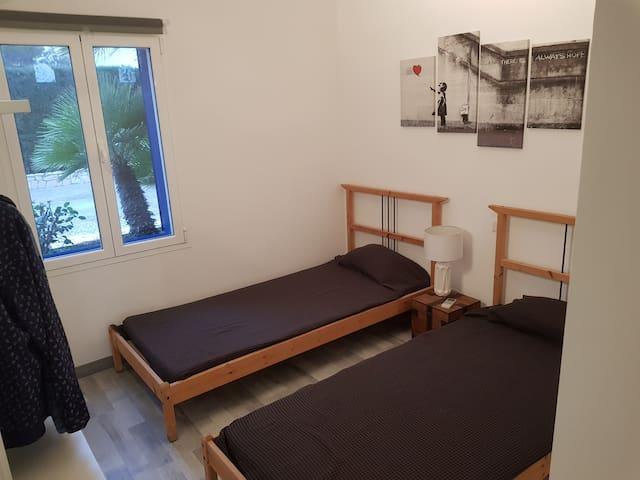 Bedroom 2 / Habitación 2