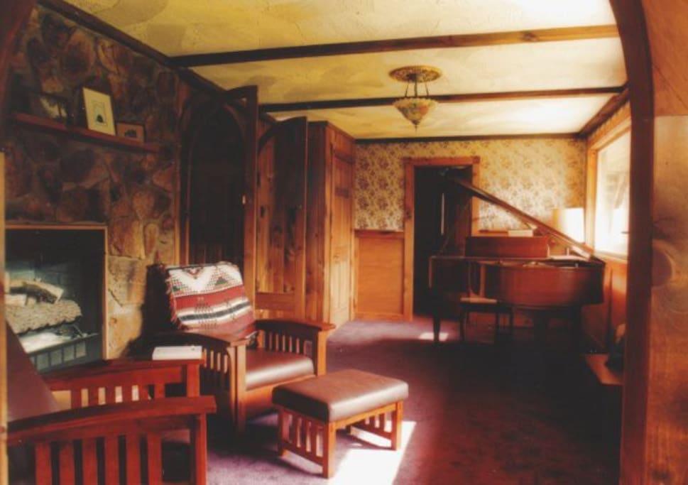 Lower Common/Piano Room