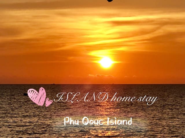 ISLAND home stay 岛屿民宿后院是一线海景沙滩,每天可以看富国岛最漂亮的落日