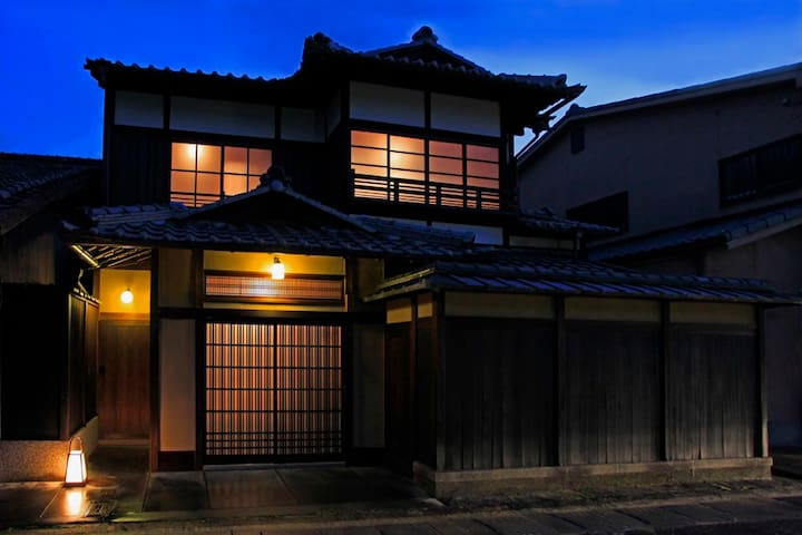 One kind of Machiya luxury facade High Wall Style ''TAKABEI TSUKURI''