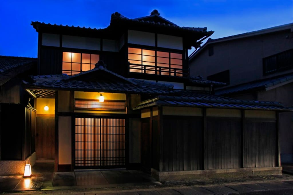 One kind of Machiya luxury facade High Wall Style ''TAKABEI TSUKURI''