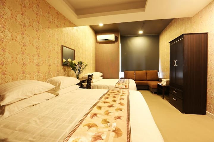 SK HOMESTAY QUADRUPLE ROOM WITH SHARED BATHROOM