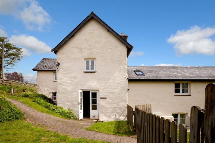 Charming 3-bedroom dog friendly cottage sleeping 6, in the heart of Exmoor National Park