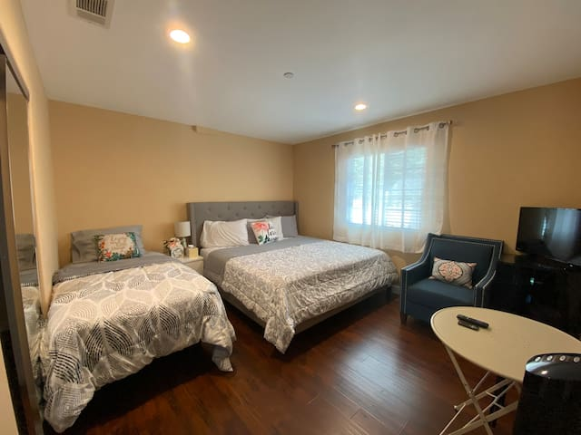 3️⃣guests2️⃣beds✅Kitchen❤️Laundry🌸20min2D$n€¥❣️🏖