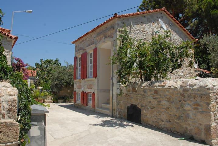 Foca Zangoc Evi (Sacristan House) - Foça - Willa