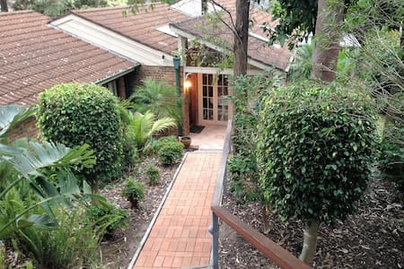 Nice Home with Sunroom & Outdoors - Cherrybrook - Haus