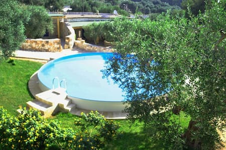 Villa with 2 rooms, patio and pool - Novaglie