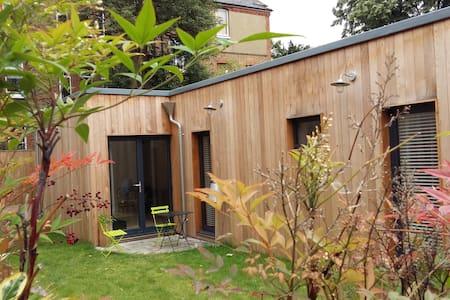 Newly built modern 2 bedroom house - Londres