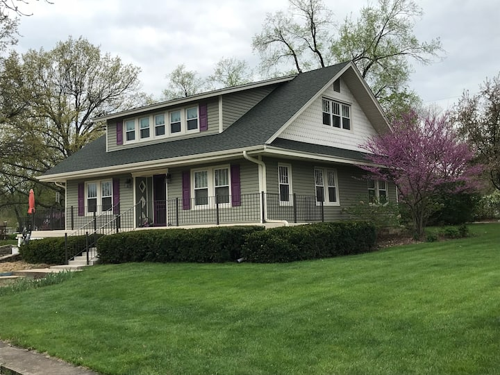Historic vintage home in downtown Olathe, KS