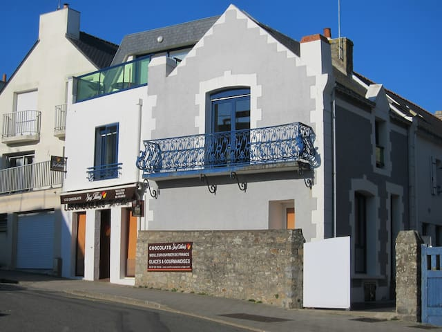 Charming beach-side duplex in Larmor-Plage