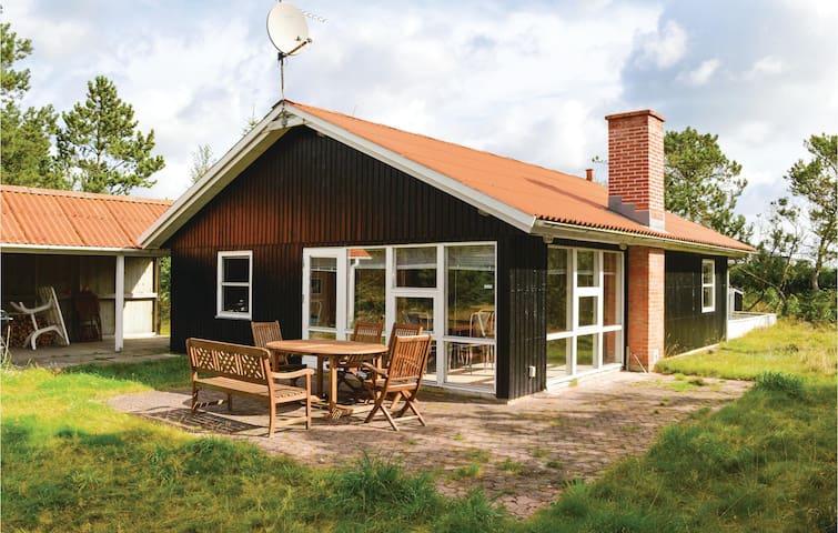 Holiday cottage with 3 bedrooms on 74m² in Ålbæk