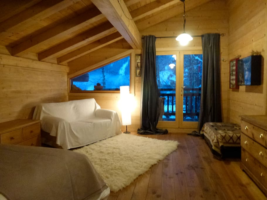 room with the view in lovely chalet chambres d 39 h tes louer chamonix rh ne alpes france. Black Bedroom Furniture Sets. Home Design Ideas