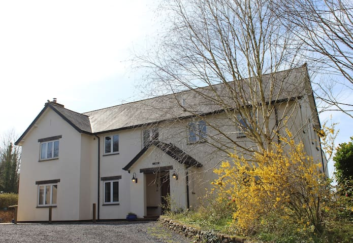 Higher Holcombe Farmhouse - 5 bedrooms for 10