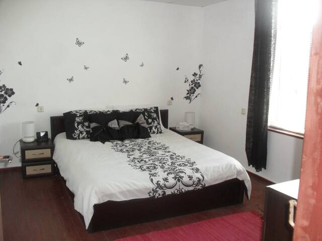 2 private double rooms to let
