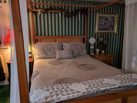 Hallauer House Bed & Breakfast - Green Room