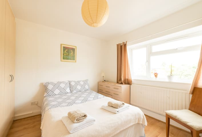 Lovely Room in Ealing West London - Londra - Daire