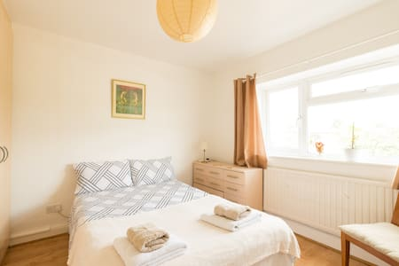 Lovely Room in Ealing West London - Londen - Appartement
