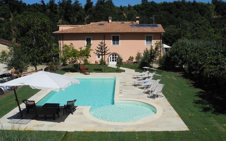 Fattoria I Ciliegi 2-bed Tuscan Apt Sleeps up to 8 - Reggello - House