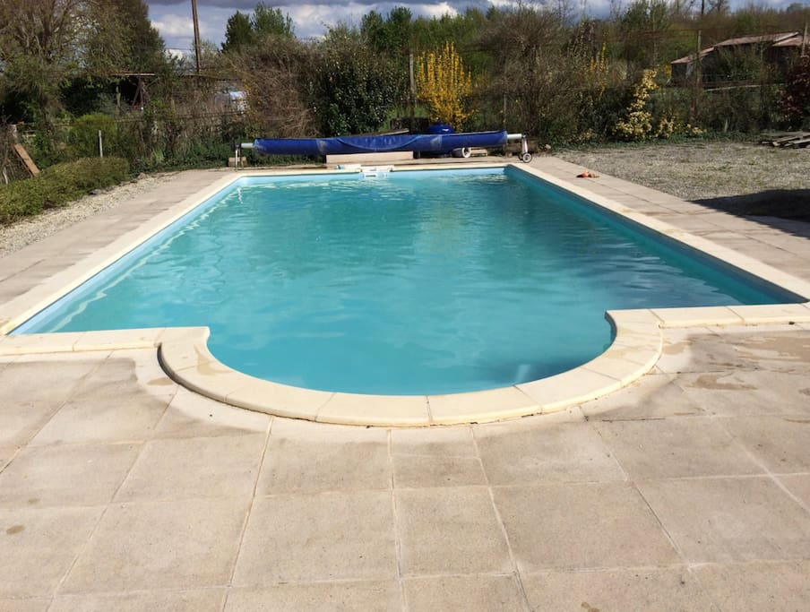 14 meter heated pool, with plenty of terrace to sunbathe and BBQ