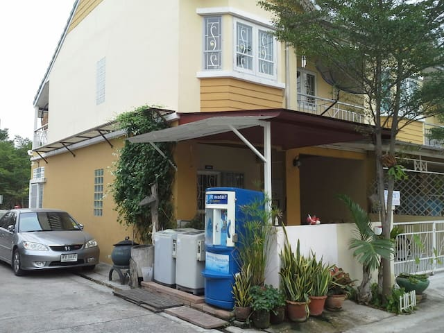 3 ห้องนอนอบอุ่น เงียบสงบ สะดวก - Bang Phli Yai - Hus