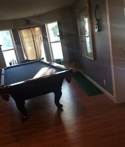 Charming home with a pool table! - Los Angeles