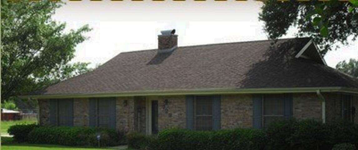 The Lazy Lucy Retreat House. - Lafayette - Casa