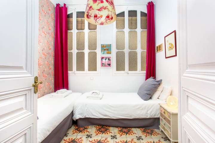 Cosy double bedroom with twin beds