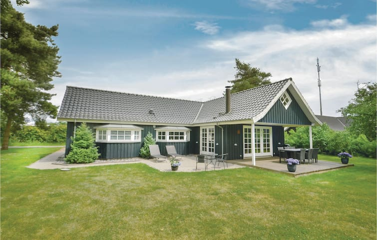 Holiday cottage with 2 bedrooms on 112m² in Væggerløse
