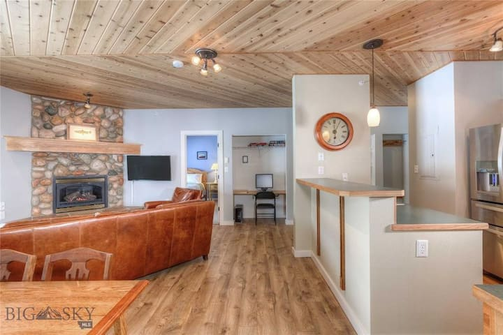 Newly updated condo in the heart of Big Sky!
