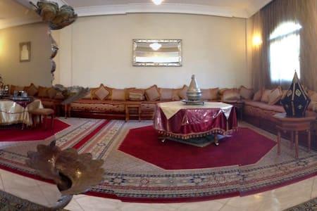 Villa tout confort au charme oriental avec piscine - Agadir - Villa