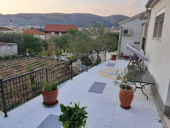 House Dolac with beautiful garden