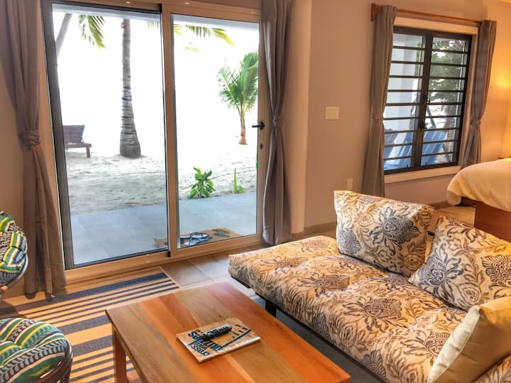 See the sea from bed - Flip Flop Palace #3