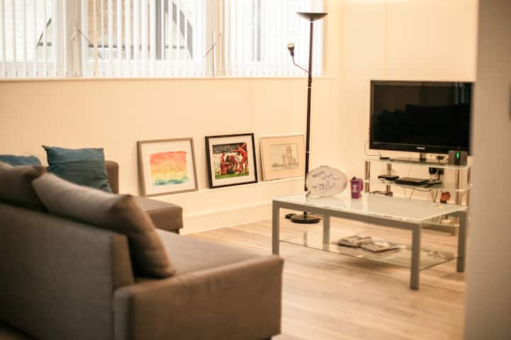 Perfect location & spacious City Centre apartment