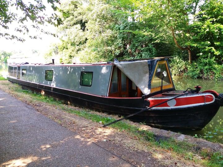 Cruising with accommodation on a narrowboat