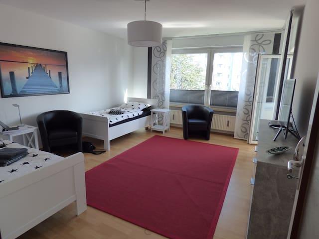 Laatzen, Hannover,Messewohnung, 2 Zimmer, 4 Betten