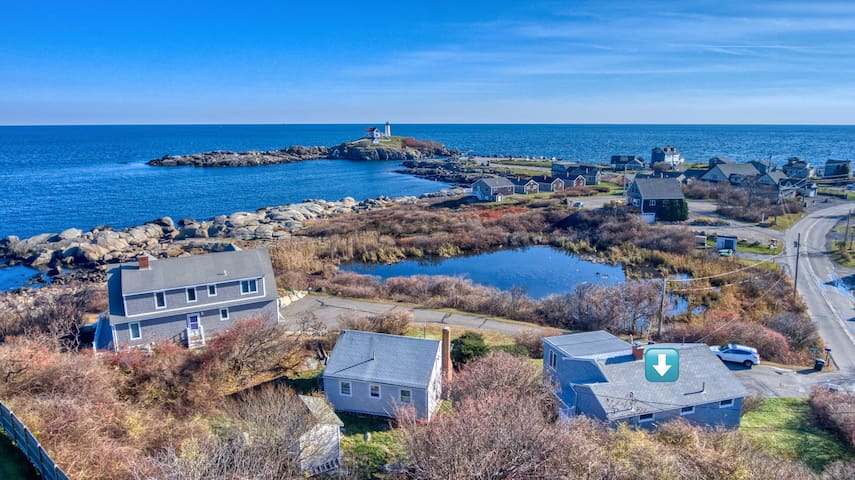 Oceanfront home w/ deck & great view of lighthouse & ocean!