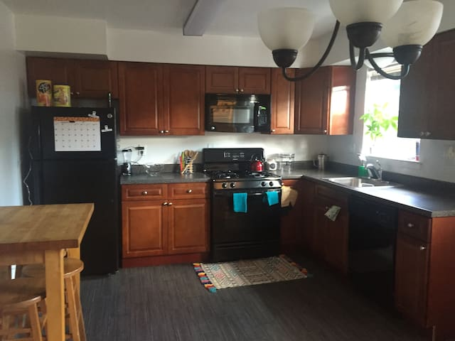 Cozy Modern Apartment with TV+WIFI - Franklin Township - Apartament