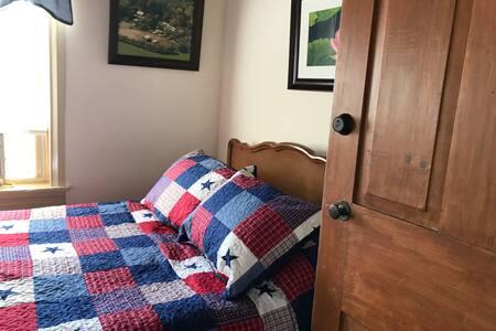 Singleton Single Room Art is Inn has Full size bed