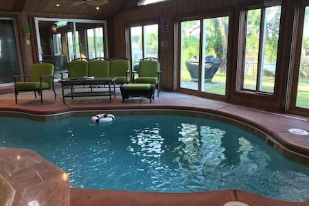 Hampton Grandview Beach Waterfront  Indoor Pool