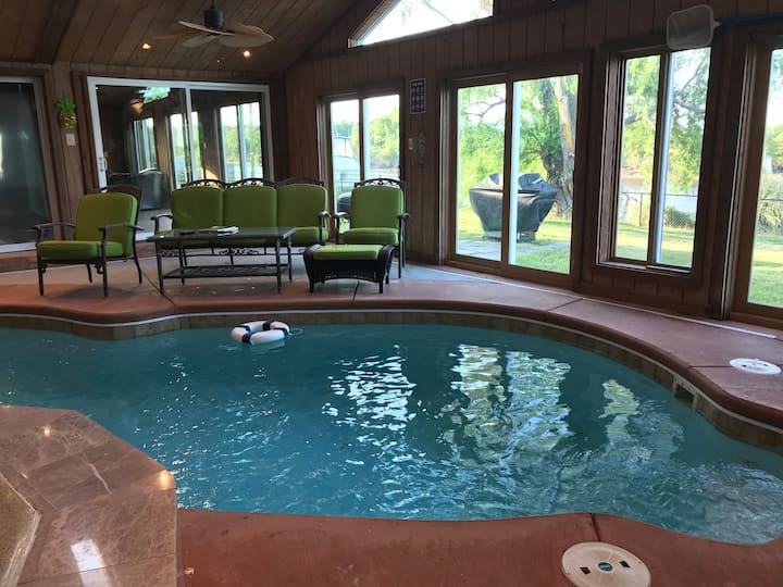 Hampton Grandview Beach Waterfront  Indoor Pool