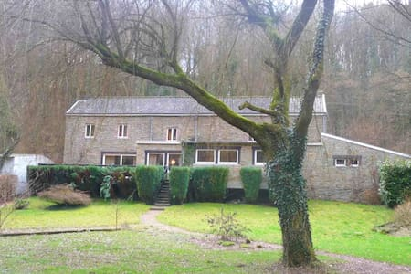 Family holiday home with beautiful garden beside the Ourthe and the RAVeL.