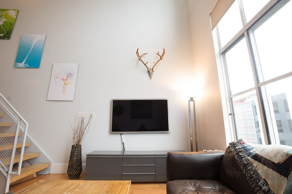 TV with Xfinity/Chromcast/Gaming Console