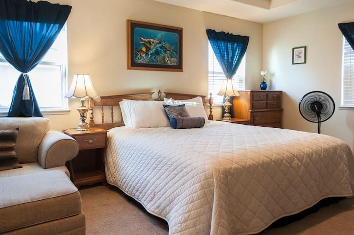 Sleeps 28, Safe, Quiet Home w/ Spa and game room