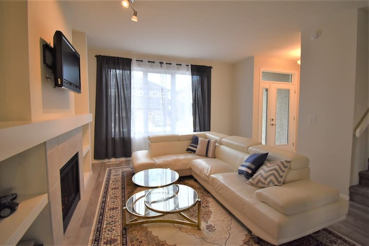 Clean Luxury Bridgwater Center South WPG Townhouse