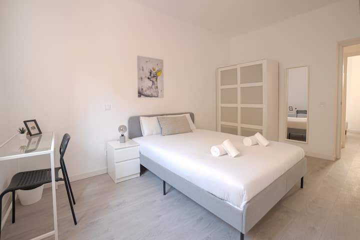 Convenient private room close to Madrid Rio