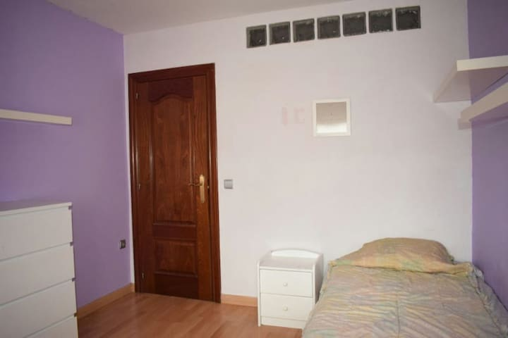 Habitación en piso céntrico