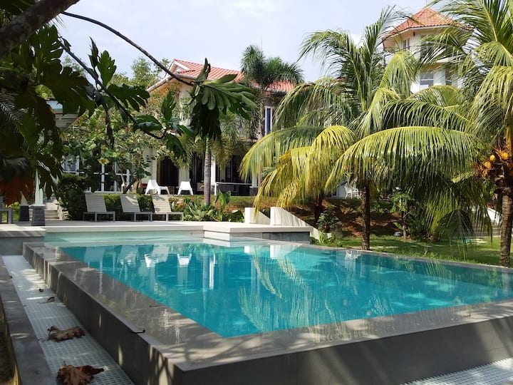 Serenity@PD - hilltop colonial bungalow by the sea
