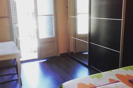 Nice room near to Sagrada Familia - Barcelona - Apartment